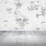 Abstrakt tom vit inre med betongväggen Arkivbild