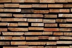 Abstrakt träbakgrund: Staplade tvärsnitt av olika mjukt träslagSlats Royaltyfria Foton