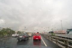 Abstrakt trafik, i att regna dag Royaltyfria Bilder