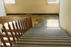 Abstrakt trappa i gammal gul skugga Royaltyfri Bild