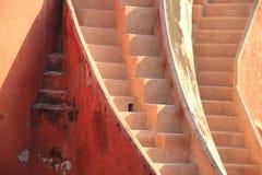 Abstrakt trappa i Jantar Mantar, New Delhi, Indien Arkivfoton