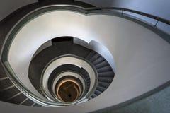 Abstrakt trappuppgång i modern byggnad Arkivbild