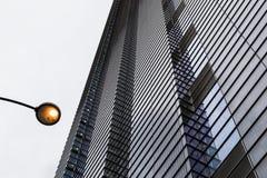 Abstrakt upprepande modell för modern byggnadsyttersida Royaltyfri Foto