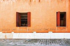 Abstrakt vägg med två fönster Fotografering för Bildbyråer