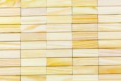 Abstrakt vägg som göras av träkvarter arkivfoton