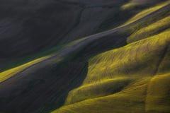 Abstrakt vårlandskap, fält och spårtextur Tuscany det Royaltyfri Bild