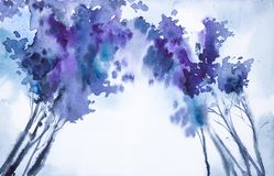 Abstrakt vattenfärgillustration av en nedersta sikt för vinterskog av trädblast vektor illustrationer