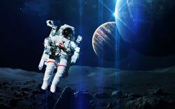 Abstrakt vetenskaplig bakgrund - planeter i utrymme, nebulosa och stjärnor Beståndsdelar av denna avbildar möblerat av NASAnasa g Royaltyfri Foto