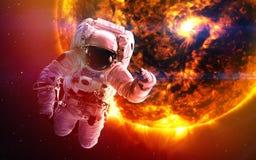 Abstrakt vetenskaplig bakgrund - planeter i utrymme, nebulosa och stjärnor Beståndsdelar av denna avbildar möblerat av NASAnasa g Arkivbild