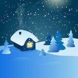 Abstrakt vinterlandskap med huset och den snöig skogen på natten Royaltyfria Foton
