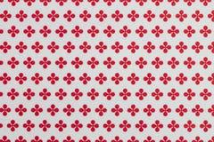 Abstrakt vit bakgrund med röda geometriska blommor som upprepad modell Royaltyfri Fotografi
