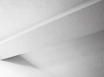 Abstrakt vit inredesign med strålen Royaltyfria Foton