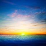 Abstrakt vårbakgrund med havsoluppgång Arkivbild