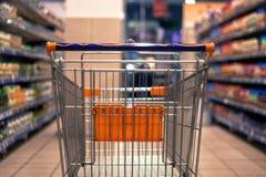 Abstrakt zamazana fotografia wózek na zakupy, tramwaj/ Zdjęcia Royalty Free