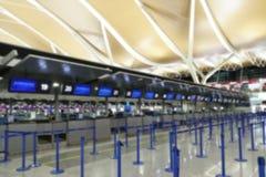 Abstrakt zamazywał sprawdza wewnątrz kontuar przy lotniczym portem zdjęcie royalty free