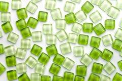 Abstrakt zieleni kwadrata szkła płytka na białym tle Obrazy Royalty Free