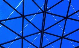 Abstrakta bakgrundsblåttformer och svartlinjer Royaltyfria Bilder