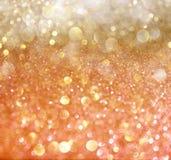 Abstrakta bokehljus för vit och för guld. Arkivfoton