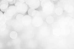 Abstrakta bokehljus för vit och för silver Mousserande juldefo Arkivbilder