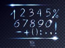 Abstrakta linsnummer för neon och symboluppsättning på genomskinlig backgr Vektor Illustrationer