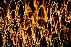 Abstrakta ljusa mångfärgade glödande linjer och kurvor Royaltyfria Bilder