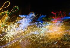 Abstrakta ljusa slingor för magi i slumpmässig rörelse - abstrakt backgrou fotografering för bildbyråer