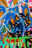 Abstrakta moderna gatakonstgrafitti med smileycloseupen Stads- modern iconic kultur av ungdom arkivfoto