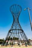 Abstrakta rożek kształtujący żelazny zabytek w parku Fotografia Stock