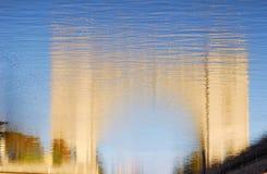 Abstrakta wodny odbicie kędziorek na Volga rzece Zdjęcia Stock