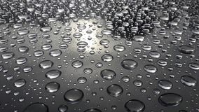 Abstrakte Beschaffenheit des Wassertropfens auf dem Tisch nach Regen Stockfotografie