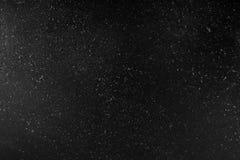 Abstrakte Beschaffenheit mit Staub und Lichtflecken Schwarzer Tonfunkelnhintergrund lizenzfreies stockfoto