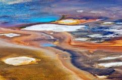 Abstrakte Beschaffenheiten des Porzellan-Beckens in Yellowstone Nationalpark, USA stockbild