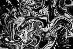 Abstrakte Beschaffenheitstinte auf Wasser in der Schwarzweiss-Farbe Stockfotos