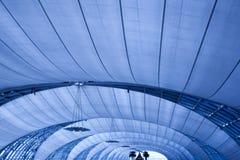 Abstrakte blaue Decke mit Lampen lizenzfreie stockfotografie