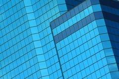 Abstrakte blaue Fenster des Gebäudes Stockbilder
