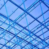 Abstrakte blaue geometrische Decke Lizenzfreies Stockfoto