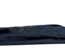 Abstrakte Blue Jeans auf weißem Hintergrund Stockfotos