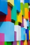 Abstrakte bunte Architekturgegenstände Weiße Gelbblöcke des violetten Grüns des blauen Rotes mit unterschiedlicher Farbveränderun Stockfoto