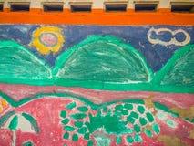 Abstrakte bunte Graffitikunstwand hergestellt von unbekanntem Künstler auf Th Stockfoto