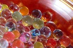 Abstrakte bunte Kugeln im Glas bawl Stockfotografie
