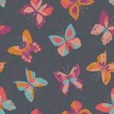 Abstrakte bunte Schmetterlinge auf dunklem Grey Textured Background Vector Seamless-Muster Mutige und helle Insekten-Beschaffenhe stock abbildung