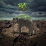 Abstrakte düstere Landschaft mit Elefanten und Baum Stockfoto