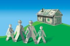 Abstrakte Familie, die Haus betrachtet Lizenzfreies Stockfoto