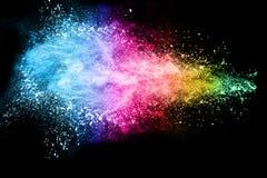 Abstrakte Farbpulverexplosion auf schwarzem Hintergrund Stockbild