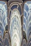 Abstrakte Fassadezeilen und Glasreflexion Stockfoto
