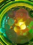 Abstrakte Fotografie unter Verwendung der Mischung des Öls und des Wassers Schließen Sie herauf abstrakte Fotografie Stockfotos