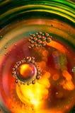 Abstrakte Fotografie unter Verwendung der Mischung des Öls und des Wassers Schließen Sie herauf abstrakte Fotografie Stockbilder