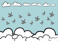Abstrakte Gekritzel-Skizzenvögel des Handabgehobenen betrages fliegen in Himmelhintergrund, Vektor Stockfoto