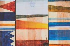 Abstrakte geometrische Muster auf Holz Stockfoto