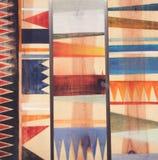 Abstrakte geometrische Muster auf Holz Stockbild